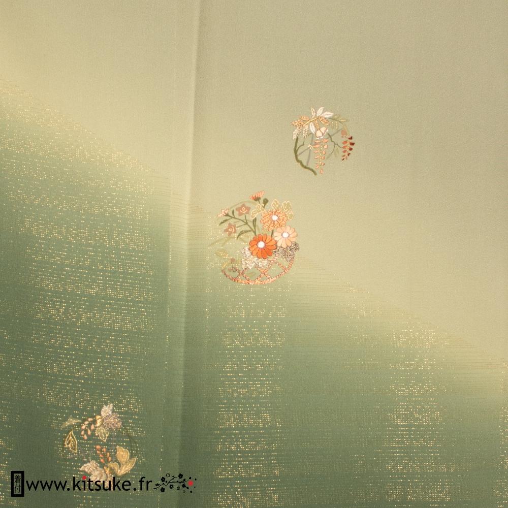 Kimono vert avec reflets dorés HOUMONGI kitsuke