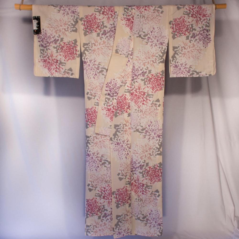 Yukata rose et mauve sur fond beige motif fleur de dalhia kitsuke