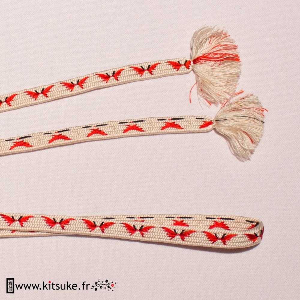 Cordon Obijime plat blanc avec petits dessins rouges et noirs kitsuke